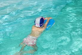 плавание в бассейне для детей